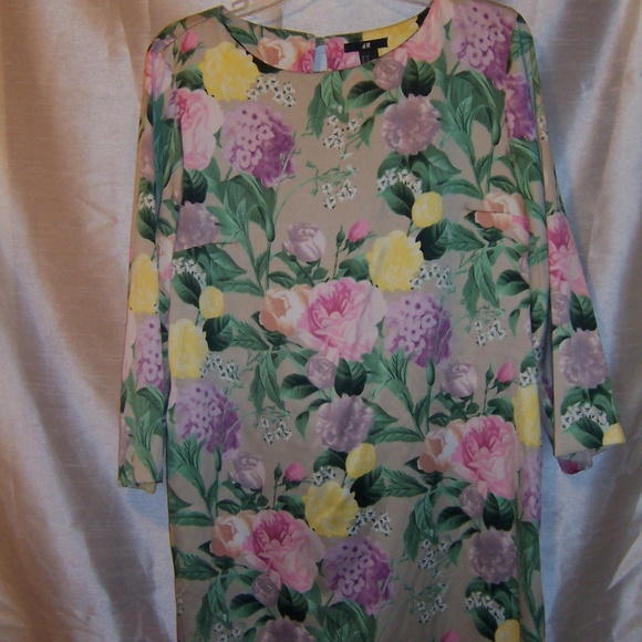 H&M Dresses & Skirts - H&M Silky Floral Long Sleeve Dress